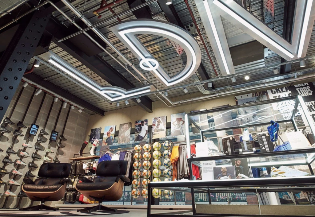 Engreído para agregar Silicio  Adidas has opened its doors to its brand-new Oxford Street store in London  | 4urspace